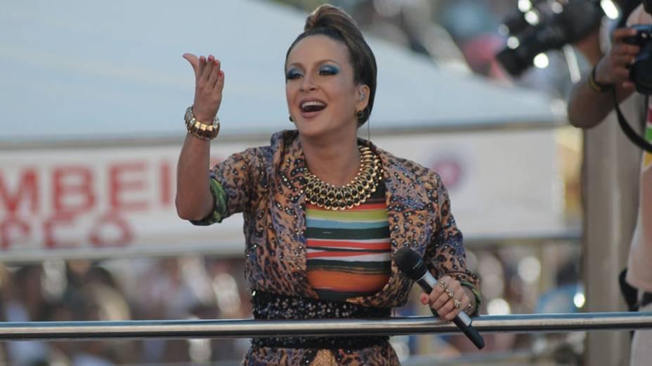 Claudia Leitte agita o público durante apresentação no Carnaval de Salvador