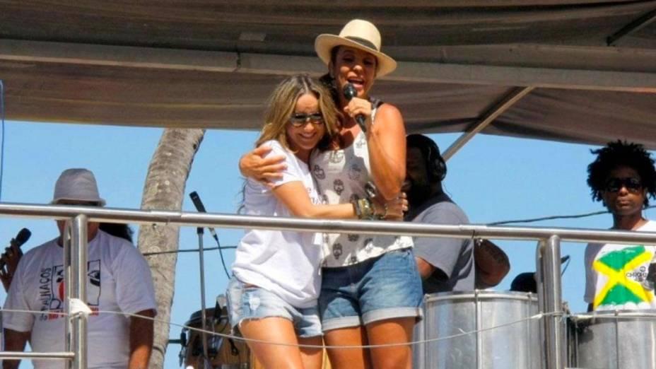 Claudia Leitte e ivete sangalo cantam juntas em Salvador, em 22/02/2012
