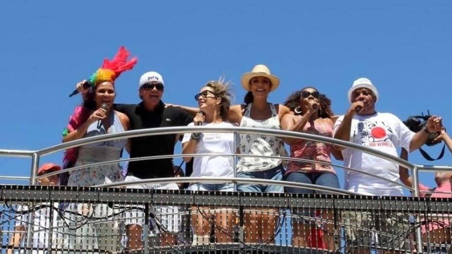 Fafá de Belém, Margareth Menezes, Claudia Leitte e ivete sangalo, entre outros, cantam juntas em Salvador, em 22/02/2012