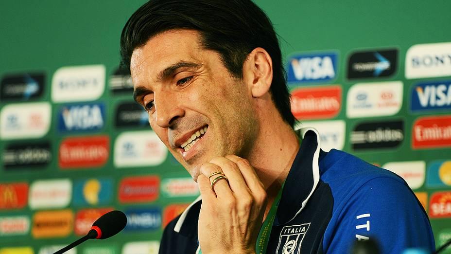 Coletiva de imprensa com o jogador Buffon da Itália no Castelão