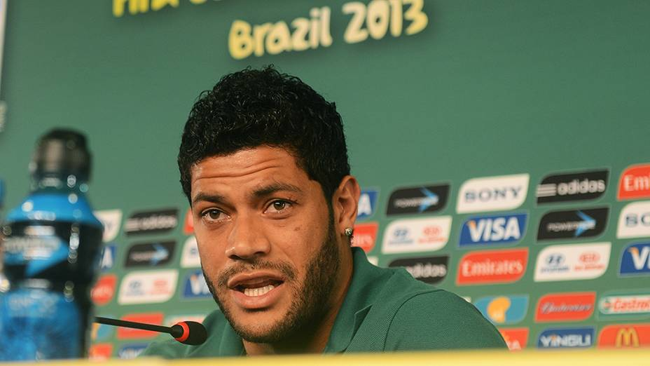 Hulk durante coletiva de imprensa nessa terça (18), em Fortaleza