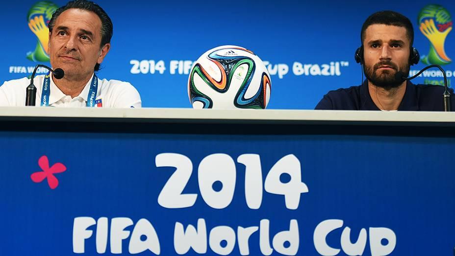 O técnico Cesare Prandelli durante coletiva de imprensa da seleção italiana na Arena Amazônia, em Manaus