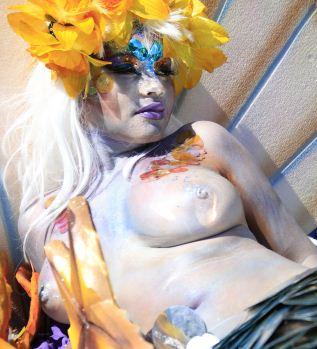 Mulher no Carnaval de Barranquilla, na Colômbia, durante a Batalha de Flores, o primeiro desfile dos festejos no país - 18/02/2012