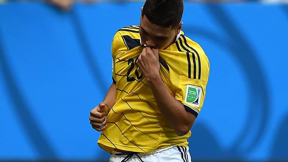 Juan Fernando Quintero comemora o segundo gol da Colômbia