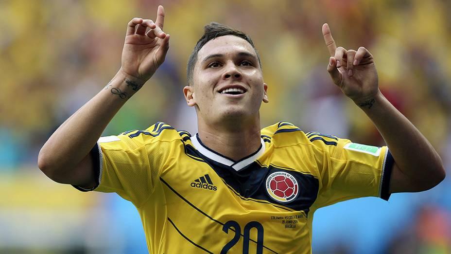 Juan Quintero comemora gol na Copa do Mundo, em Brasília