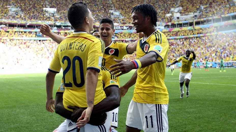Colombianos comemoram gol contra a Costa do Marfim