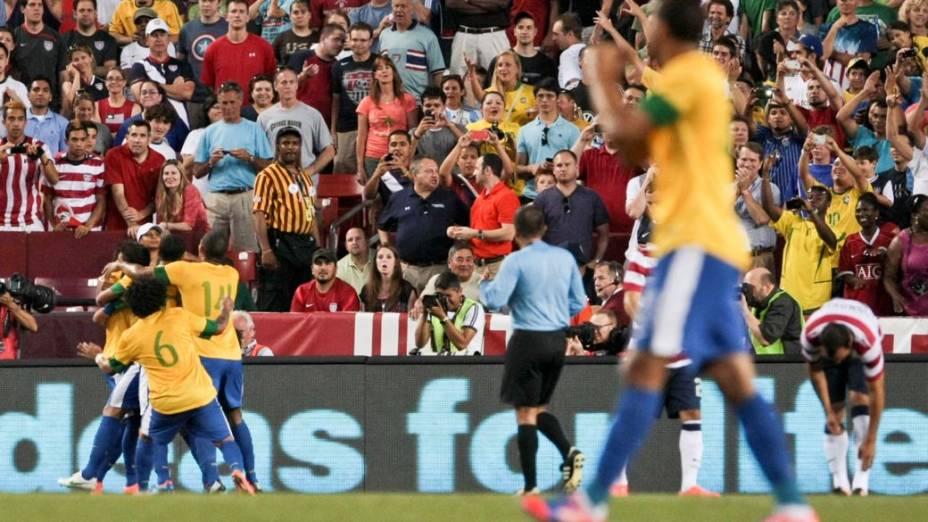 A comemoração do gol de Thiago Silva, o segundo do Brasil no amistoso contra os EUA