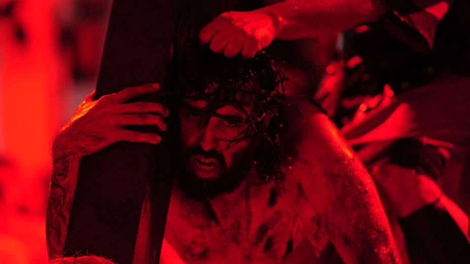 No Brasil, encenação da Paixão de Jesus Cristo em igreja de São José dos Campos