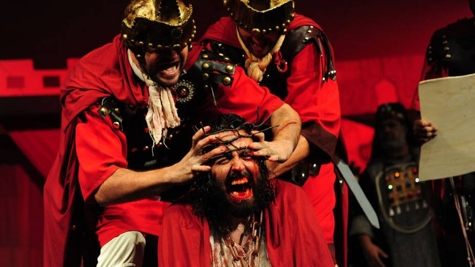 No Brasil, ator encena a paixão de Jesus Cristo em igreja de São José dos Campos