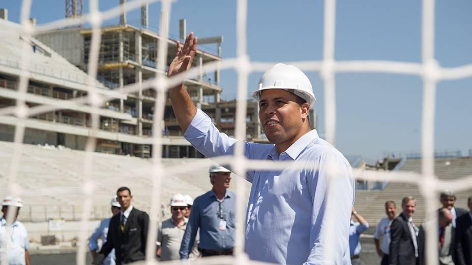 Ronaldo durante visita daFifa e COL ao Itaquerão