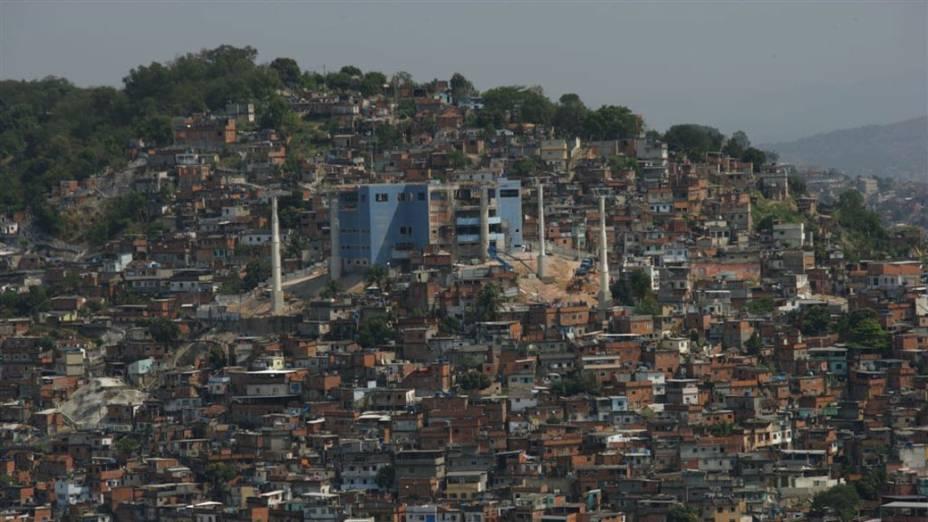 O labirinto visto de cima: com mais de 40 pontos de acesso, vielas do Complexo do Alemão são um desafio para a polícia<br>