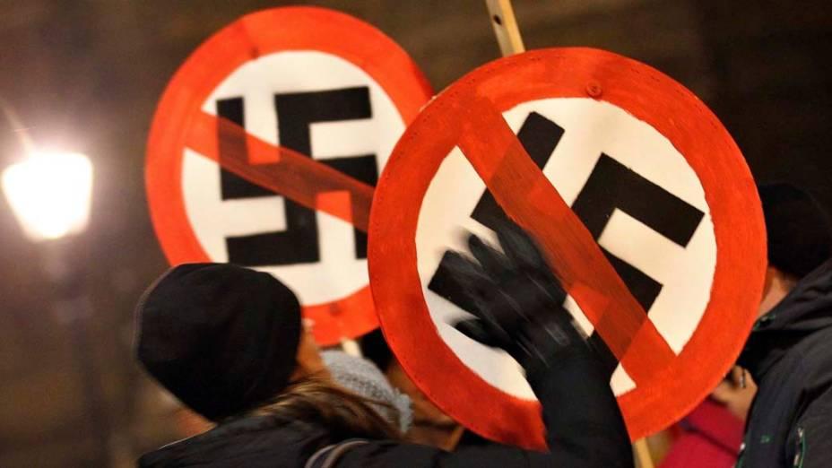 Em Dresden, na Alemanha, população anti-fascista se concentra para impedir marcha da ultra-direita alemã que comemora o 67º aniversário do bombardeio à Sajonia durante a II Guerra Mundial