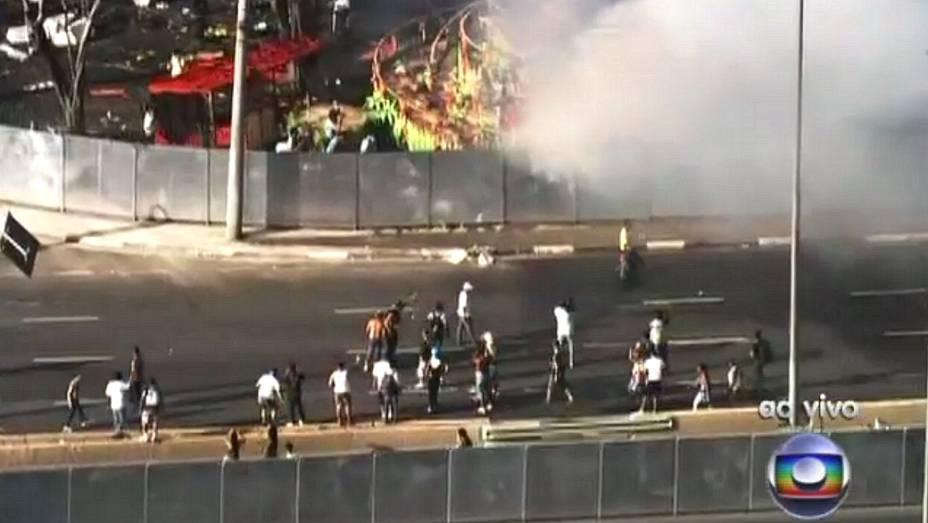 Incêndio nos carros alegóricos no Anhembi