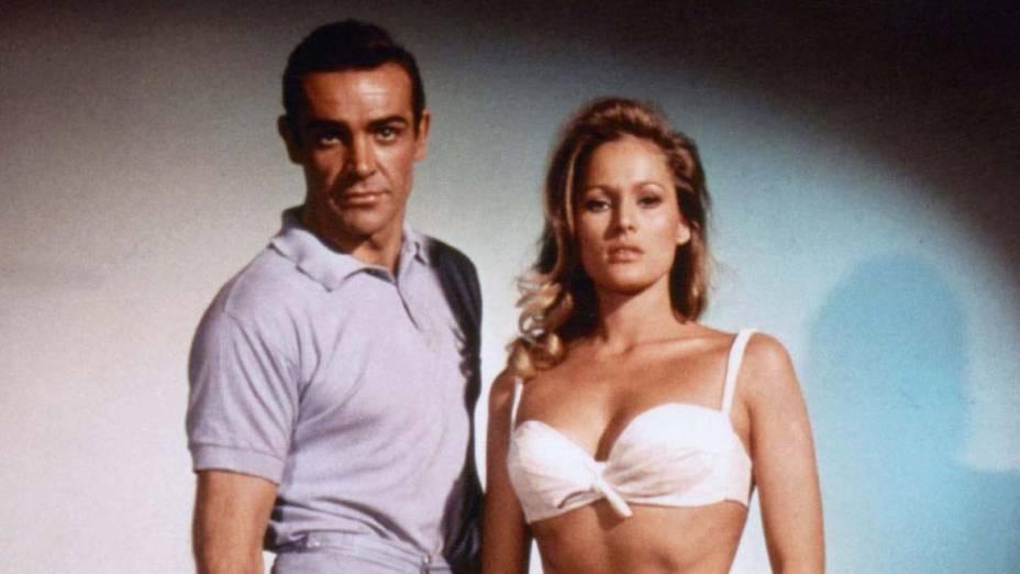 Com Ursula Andress em 007 Contra o Satânico Dr. No