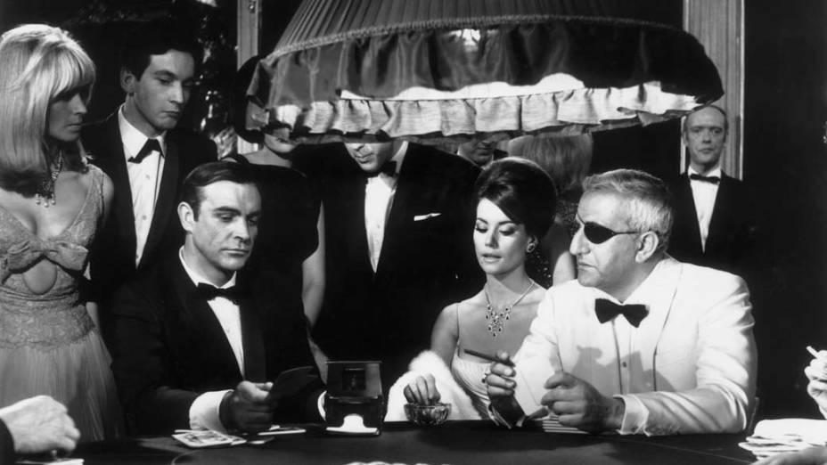 Contracenando com Claudine Auger e  Adolfo Celi no longa 007 Contra a Chantagem Atômica, de 1965