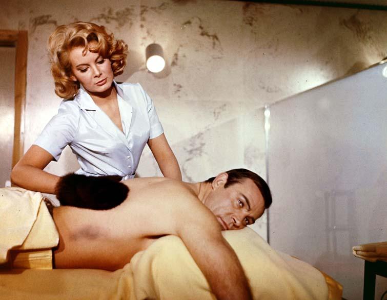 Connery e Karin Dor atuam em Com 007 só se Vive Duas Vezes, de 1967