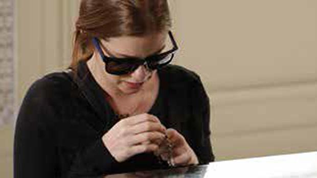 O óculos de sol usado pela personagem Maria Isis (Marina Ruy Barbosa), em Império