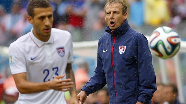 O Técnico dos Estados Unidos,Juergen Klinsmann, durante partida contraa Alemanha, na arena Pernambuco, em Recife