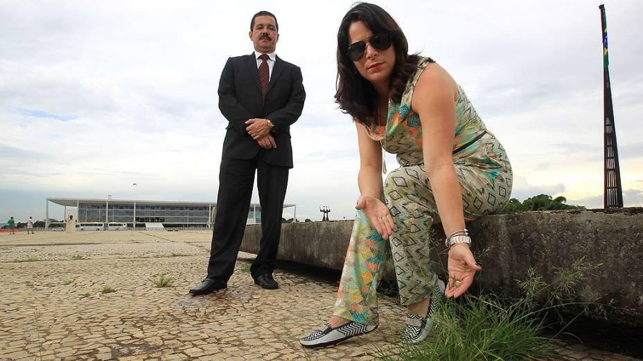 Turistas Flávio Ramos e Juliana Aragão: descuido na Praça dos Três Poderes