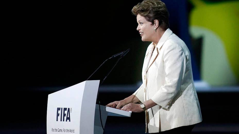 Dilma Rousseff na apresentação do sorteio dos grupos da Copa das Confederações
