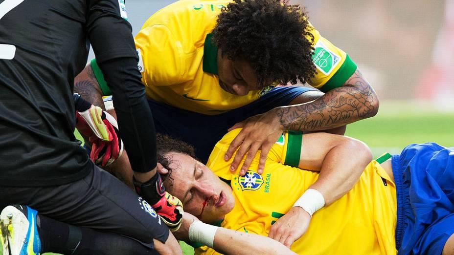 David Luiz após dividida de bola, durante partida entre Brasil e México, pela Copa das Confederações, nesta quarta-feira (19) em Fortaleza