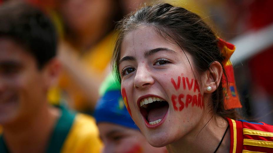 Torcedora da Espanha durante partida contra a Austrália
