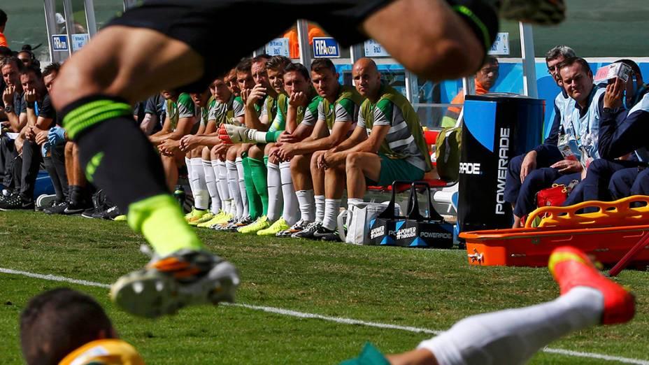 Jogadores assistem partida entre Austrália e Espanha