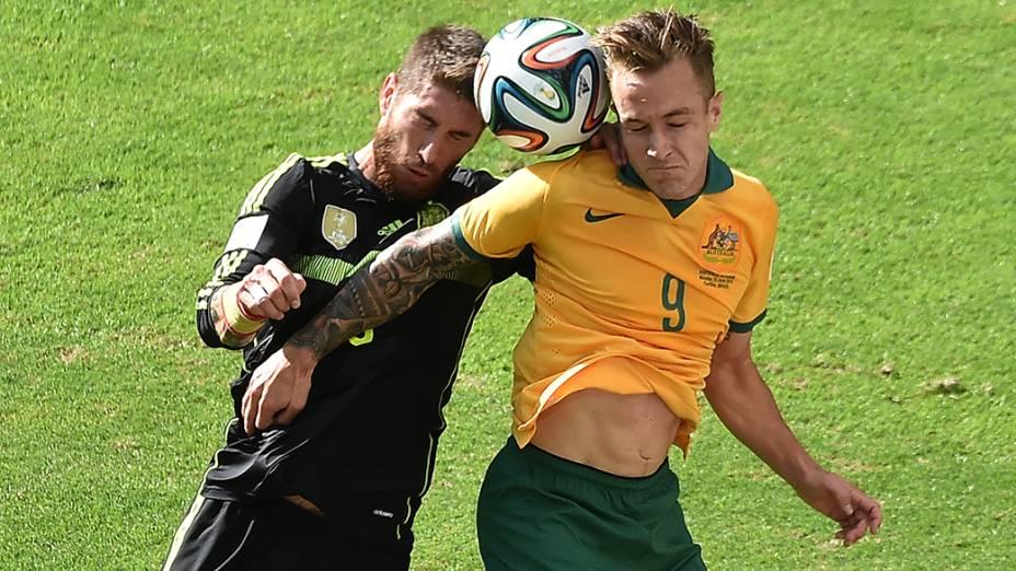 Disputa de bola entre Espanha e Austrália