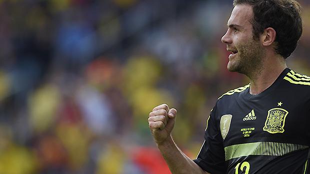 Juan Mata comemora terceiro gol da Espanha