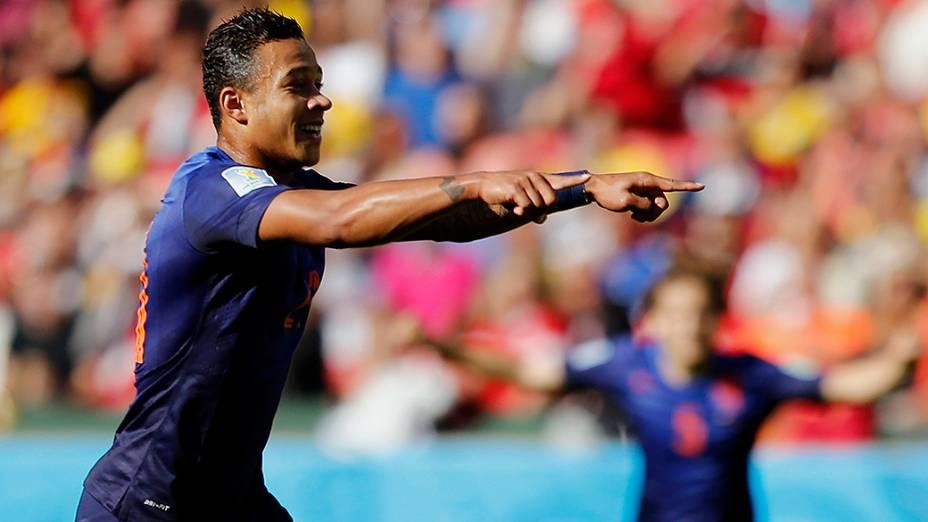 Memphis Depay comemora terceiro gol contra a Austrália, em Porto Alegre