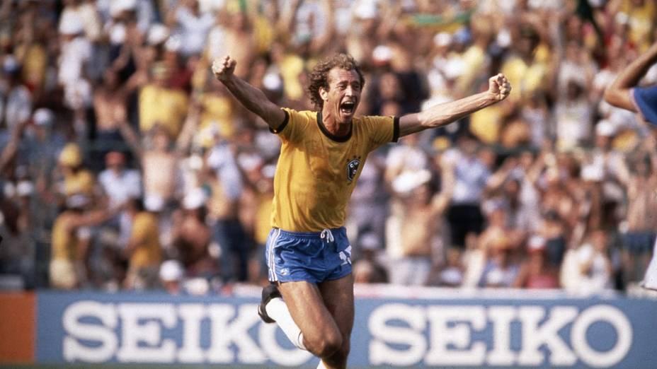 Falcão, do Brasil, comemorando o gol contra a Itália, no Estádio Sarriá, na Copa de 1982