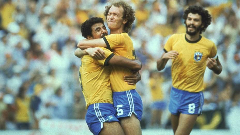 Cerezo, Falcão e Sócrates, do Brasil, durante a Copa de 1982