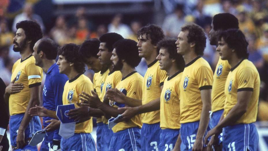 Jogadores do Brasil no jogo contra a União Soviética, na Copa do Mundo de 1982