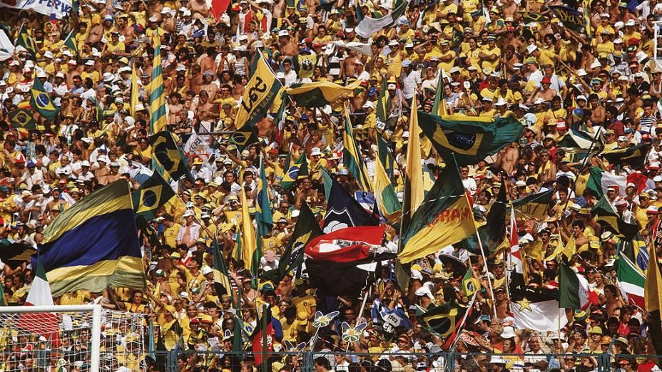 A torcida do Brasil durante o jogo contra a Itália, na Copa de 1982