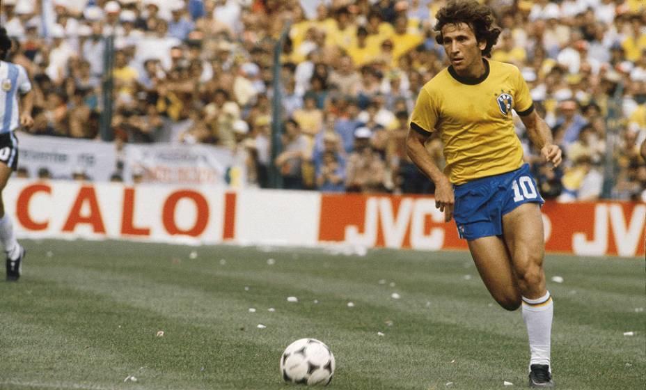 Zico, do Brasil, durante jogo contra a Argentina, pela Copa do Mundo de 1982, no Estádio Sarriá
