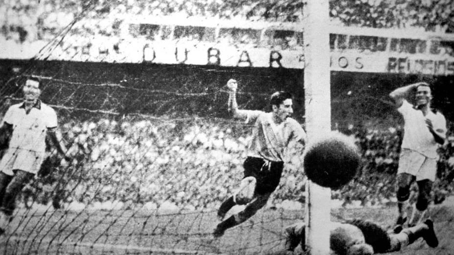 Outro ângulo do gol de Ghiggia que deu o título ao Uruguai