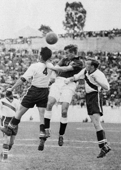 Estados Unidos e Inglaterra se enfrentaram ainda na primeira fase. O jogo aconteceu em Belo Horizonte e os americanos venceram por 1 a 0, com gol de Joseph Gaetjens. Essa é considerada a maior zebra da história das Copas
