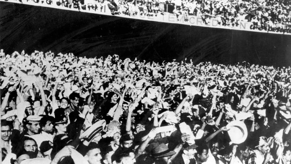 Estima-se que o público total presente ao Maracanã para a final entre Brasil e Uruguai tenha chegado a 200.000 pessoas