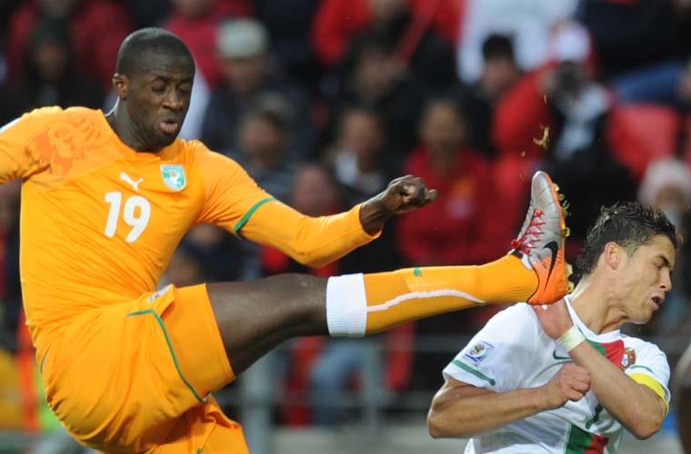 Yaya Toure e Cristiano Ronaldo na partida entre Portugal e Costa do Marfim.