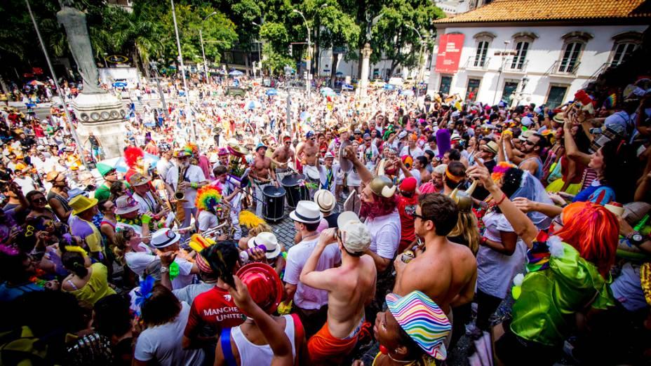 Centenas de foliões lotaram a Praça XV para ver o bloco Cordão do Boitatá, no RIo de Janeiro