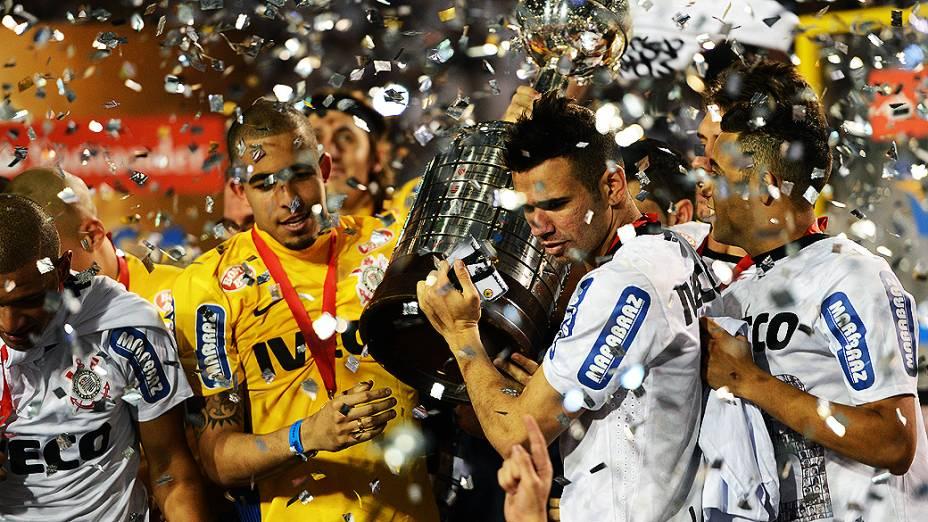 Corinthians é campeão da Taça Libertadores pela 1ª vez