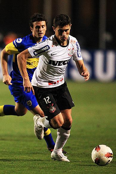 Lance de Alex durante partida entre Corinthians e Boca Juniors