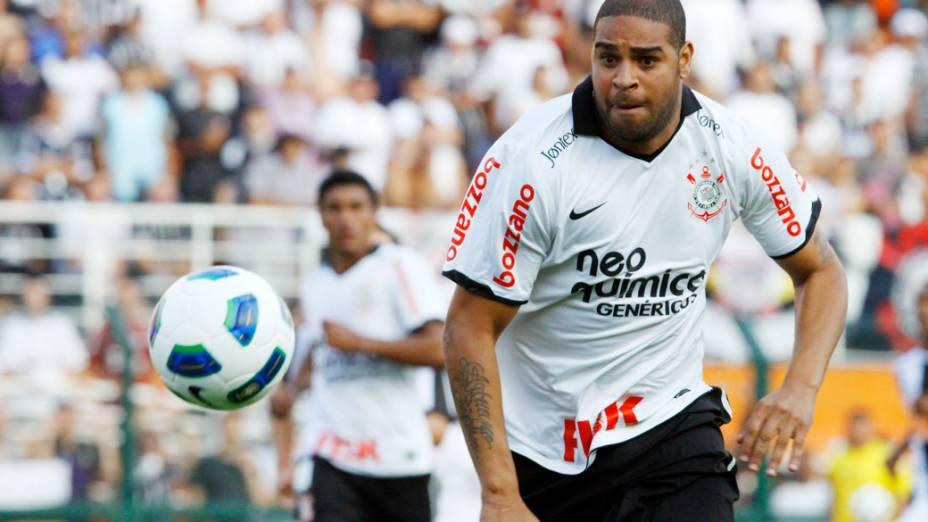 Adriano, do Corinthians, durante partida contra o Atlético/GO, pelo Campeonato Brasileiro - 09/10/2011