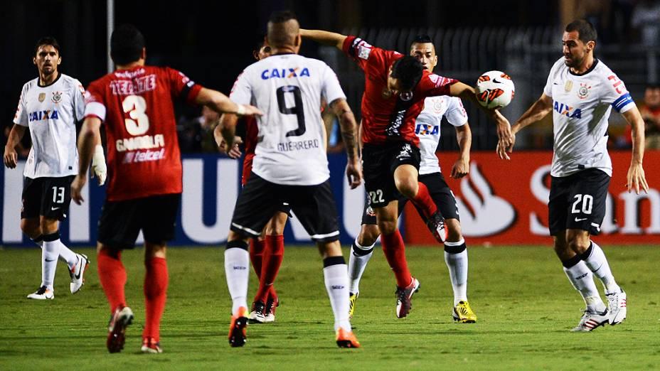 O Corinthians não encontrou dificuldades para vencer o mexicano Tijuana por 3 a 0, no Pacaembu, nesta quarta-feira (13)