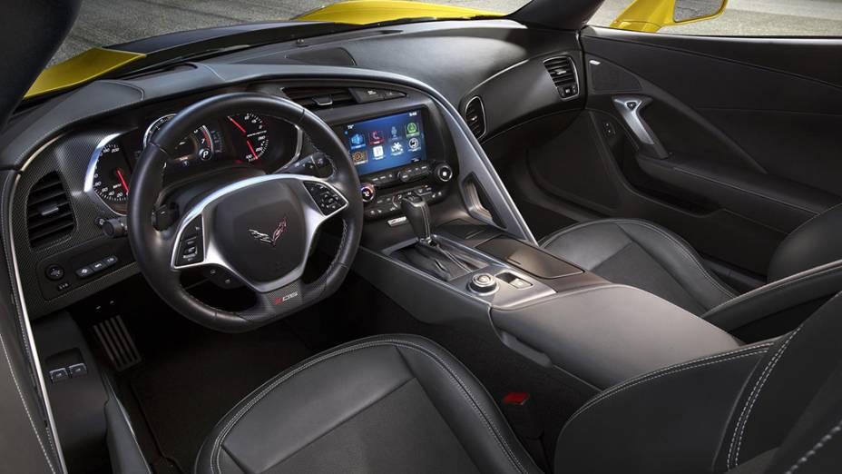 Corvette Z06 tem motor 6.2 V8 e duas opções de câmbio: automático de oito velocidades e manual de sete