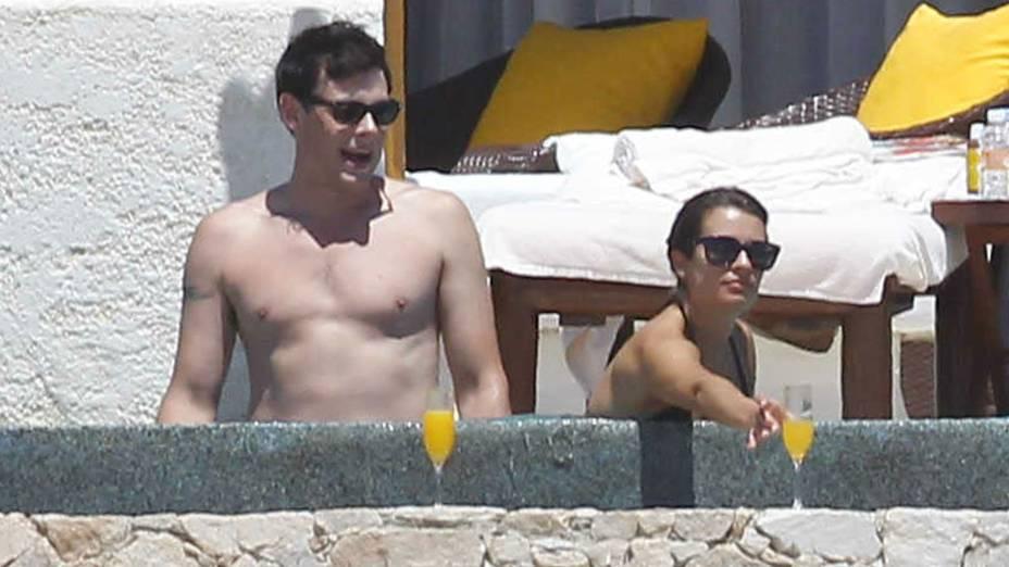 Cory Monteith e a namorada, Lea Michele, em férias no Cabo San Lucas, no México, em abril de 2012