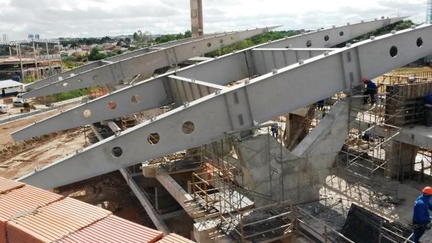 Estrutura inacabada no Campo Oficial de Treinamento da Universidade Federal de Mato Grosso, em Cuiabá
