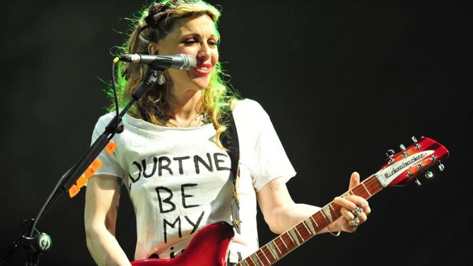 Courtney Love durante show da banda Hole no palco New Stage, no segundo dia do festival SWU em Paulínia, em 13/11/2011