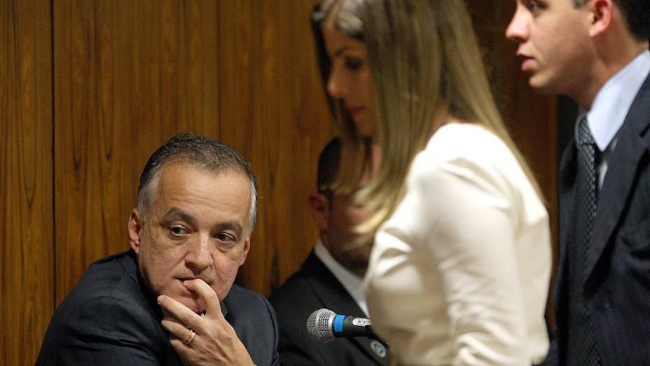 Carlinhos Cachoeira, ao lado de sua mulher, Andressa Mendonça, comparece à Comissão Parlamentar de Inquérito (CPI) mista do Congresso, em Brasília