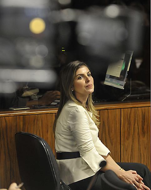 Andressa Mendonça mulher de Carlinhos Cachoeira, acompanha o depoimento do marido na CPI mista do Congresso, nesta terça-feira, no Senado Federal, em Brasília